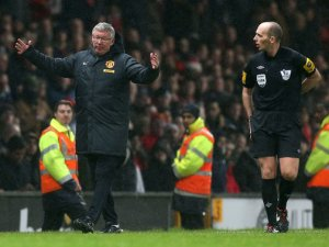 Sir Alex tells Mike Dean about the fish he caught at the weekend