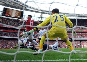 Giroud gets the ball past Lloris and Dawson for the only goal of the North London derby