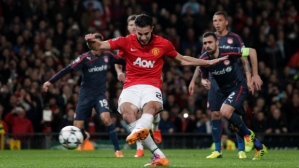 RVP fires home a penalty for the first of his three goals