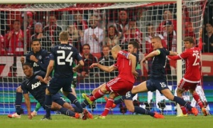 Robben hoodwinks five United defenders as he scores Bayern's third