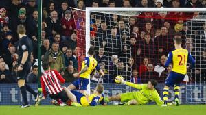 Southampton double their lead against Arsenal following Szczesny's miscue